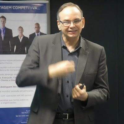 Luciano Meira – Vice-Presidente FranklinCovey Brasil, no Comitê de Recursos Humanos da AMCHAM