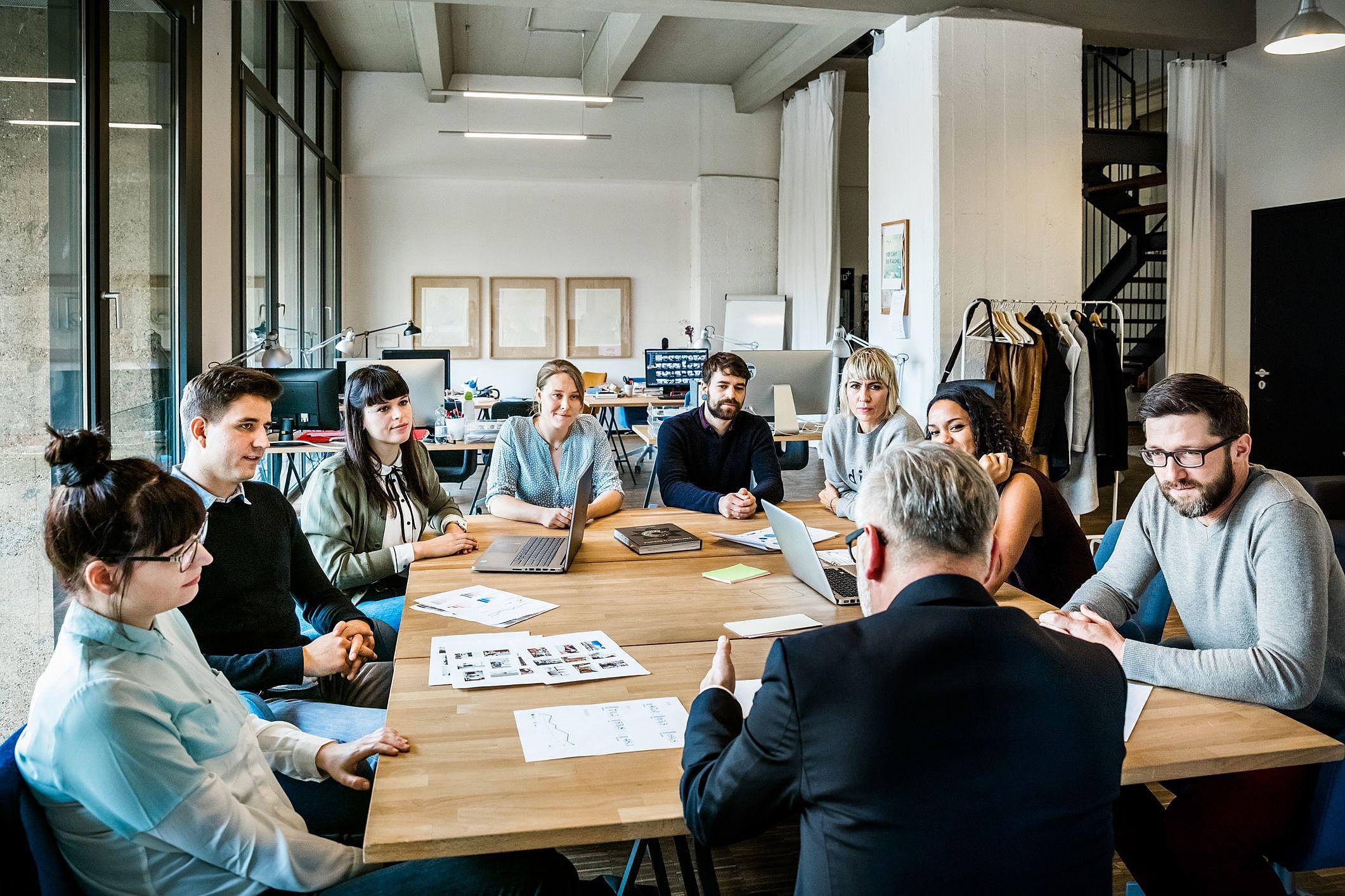 11 dicas de como elaborar uma reunião de alinhamento de equipe