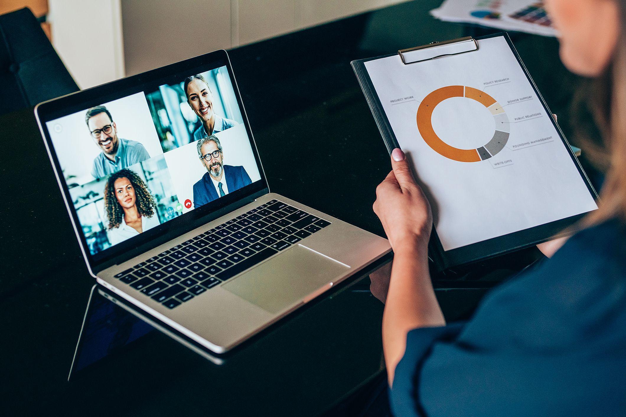 Saiba como conduzir reuniões de feedback de forma online